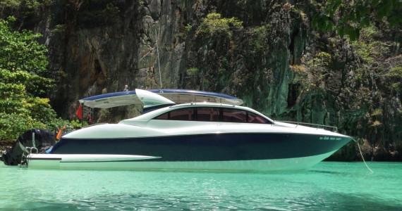 Моторная яхта спорткруизер 42 фута