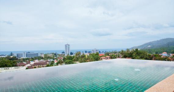 Роскошная авторская трёхспаленная вилла на холме с панорамным видом на пляж Карон KR0002