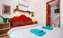 Превью - Трёхэтажная вилла с 7-ю спальнями, бассейном и видом на море в бухте Камала KM0008