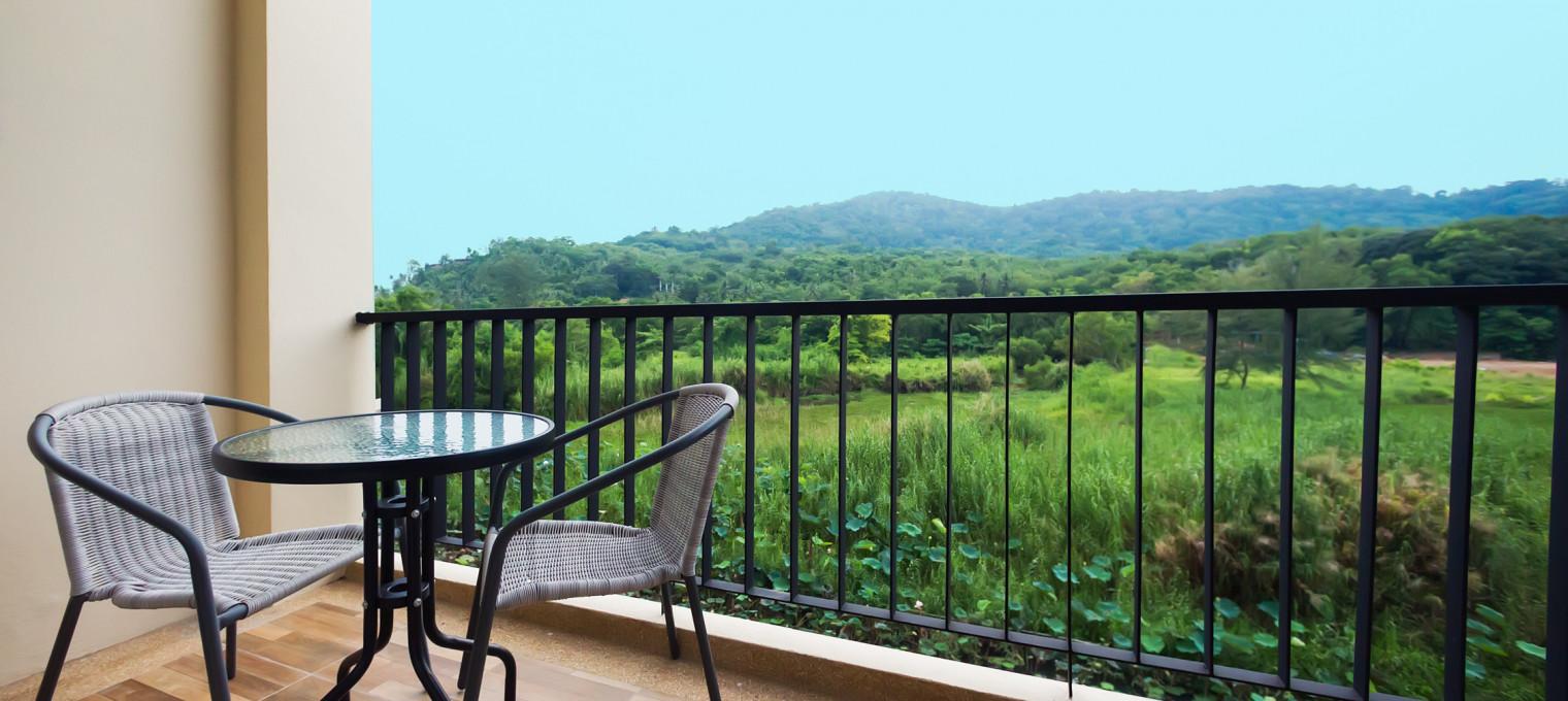 Двуспальные апартаменты с видом на горы на пляже Най Харн The Lago 48 NH0055