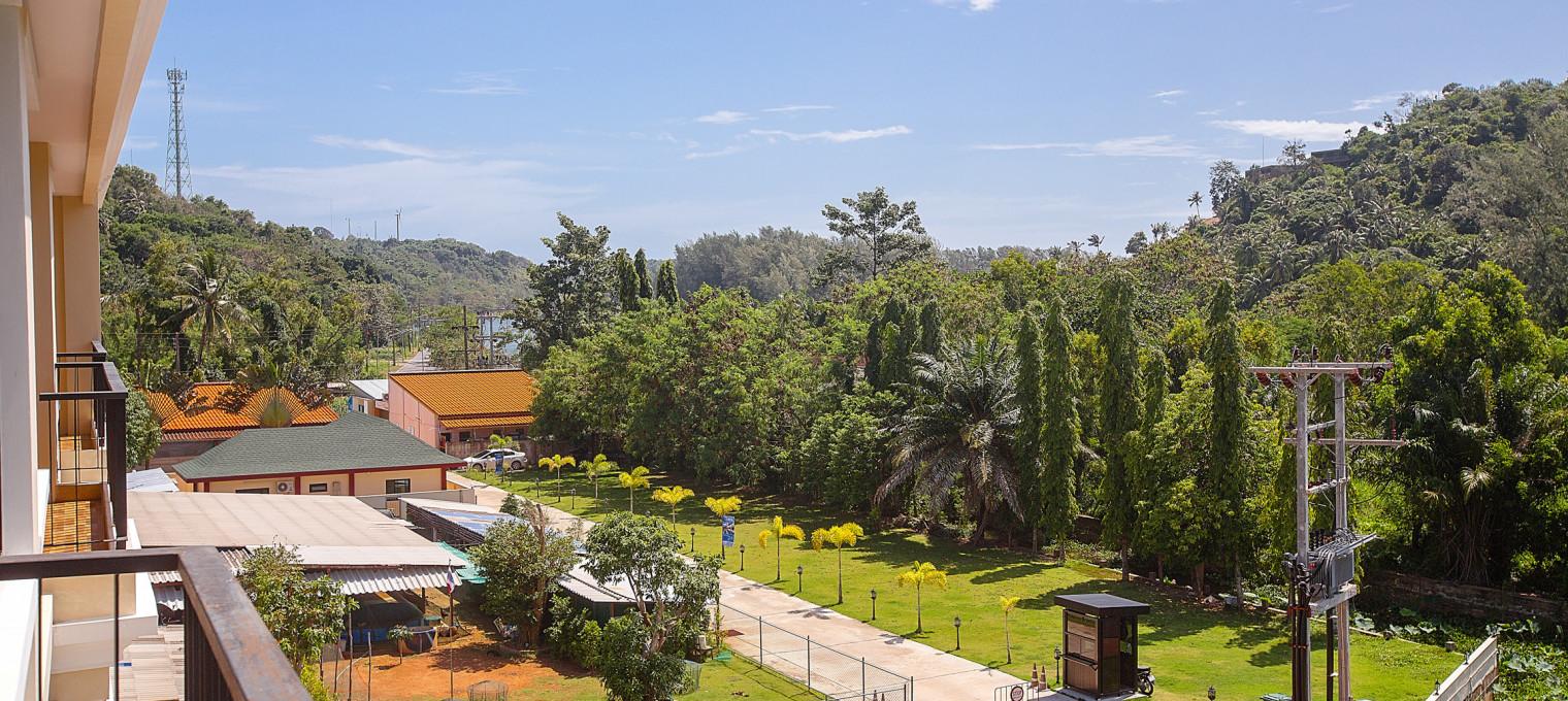 Двуспальные апартаменты с видом на горы на пляже Най Харн The Lago 72 NH0056