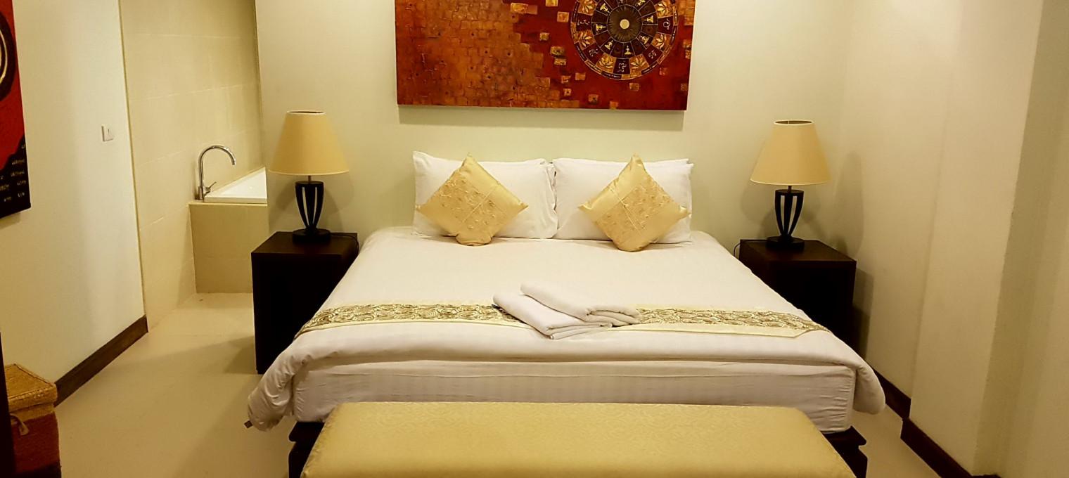 Трехспальные апартаменты на пляже Най Харн NH0113