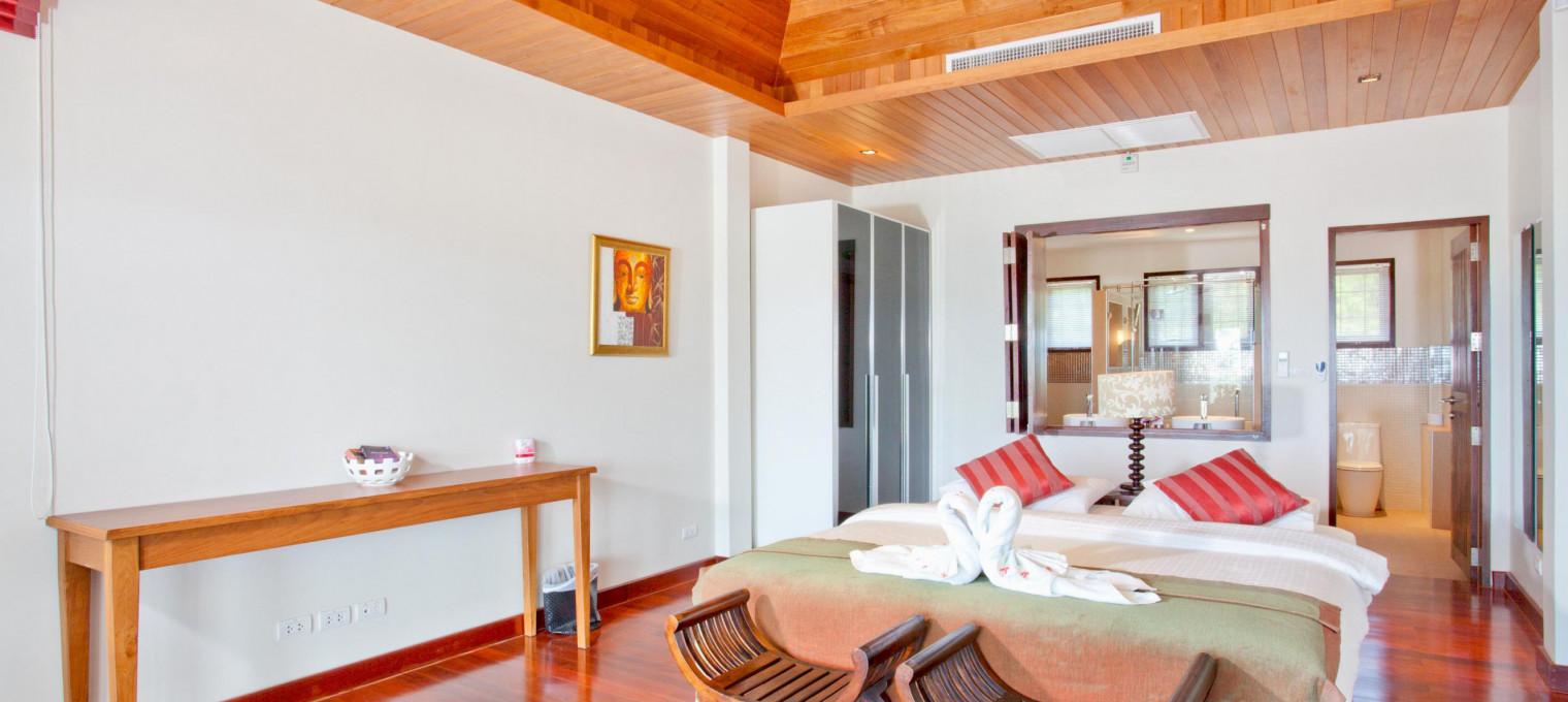 Современная люкс вилла с 5 спальнями возле пляжа Равай RW0109