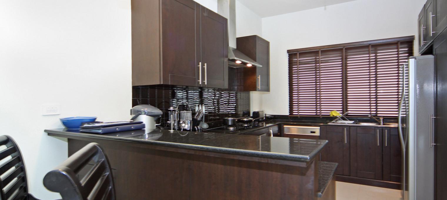 Вилла с 4 спальнями, обслуживающим персоналом и шеф-поваром NH0124