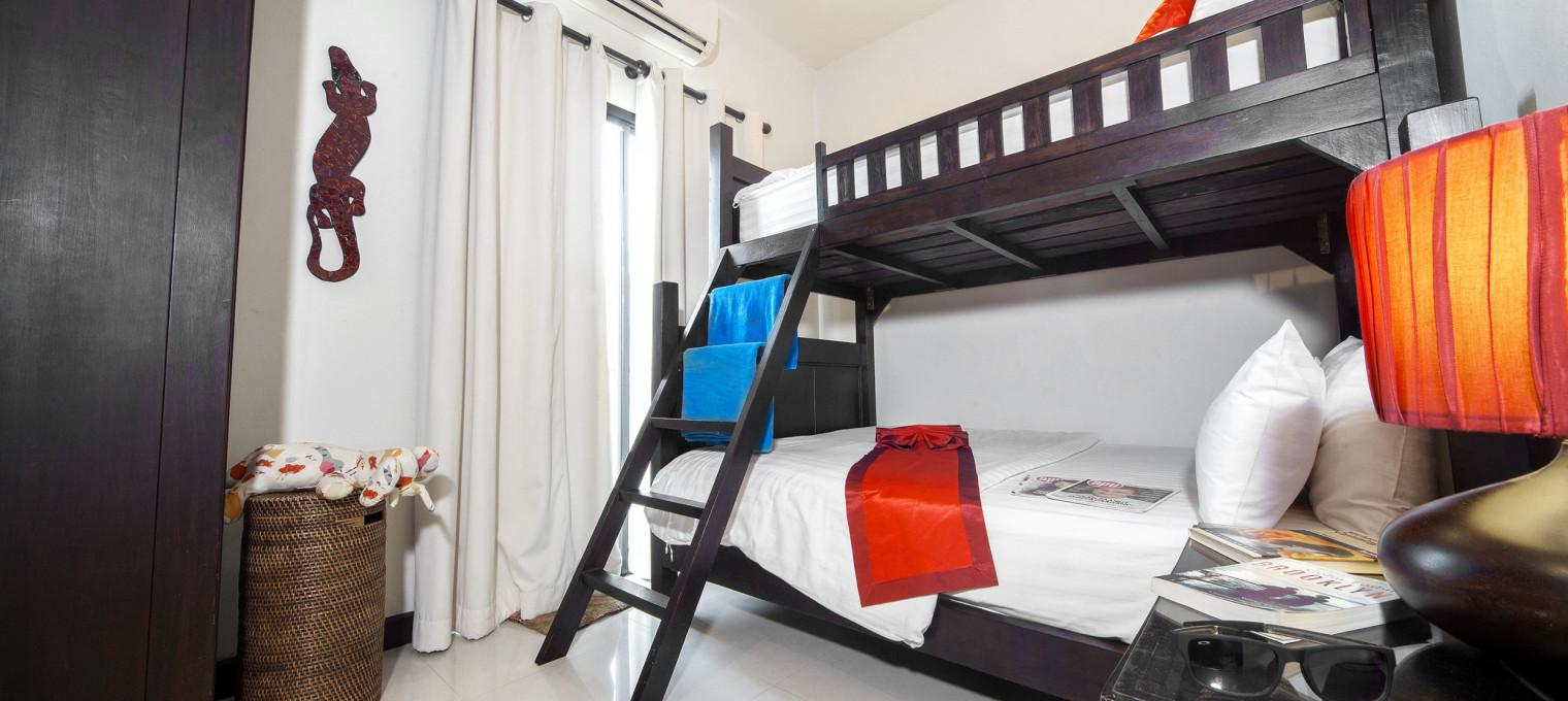 Роскошная вилла с 4 спальнями и обслуживающим персоналом возле пляжа Наи Харн NH0125