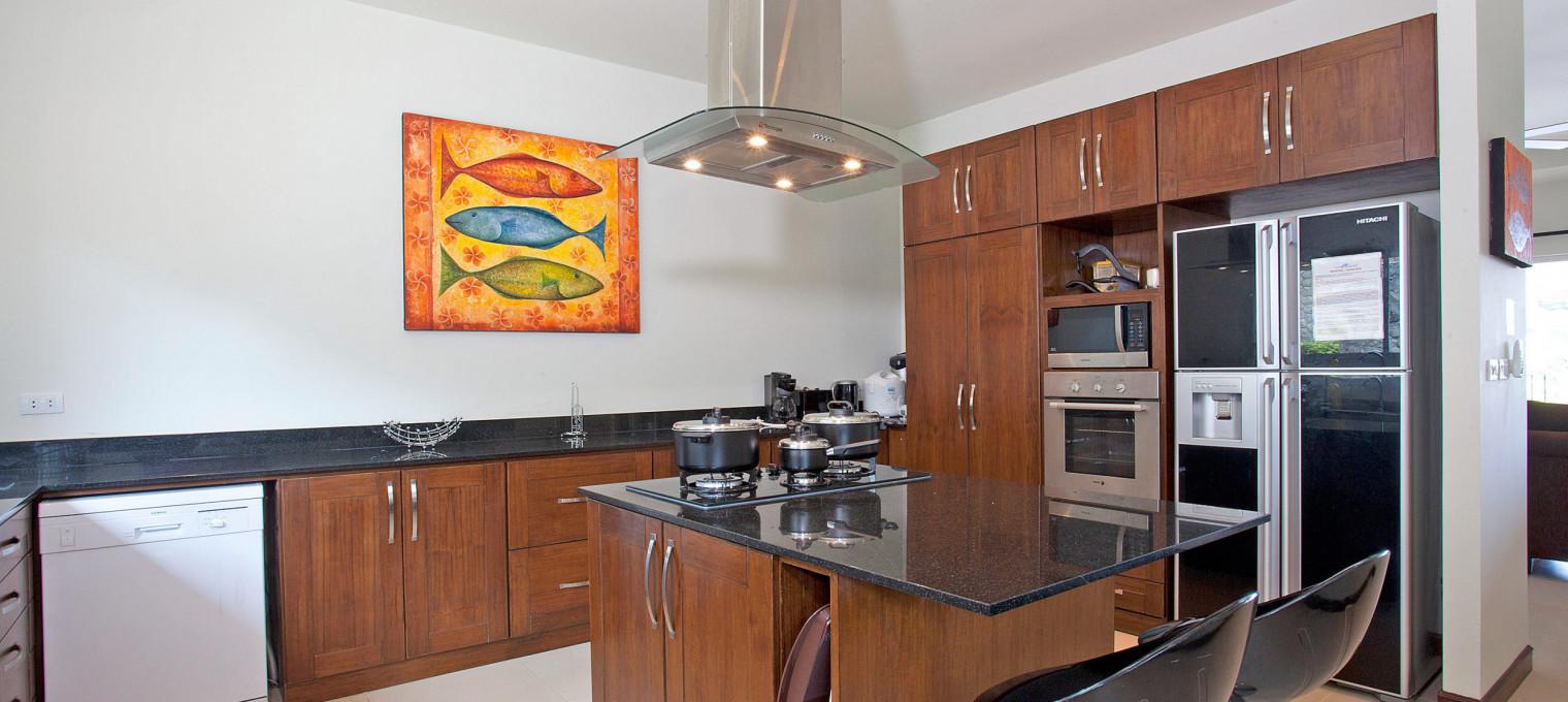 Просторная 2-х этажная вилла с 6 спальнями и прислугой на Пхукете NH0132