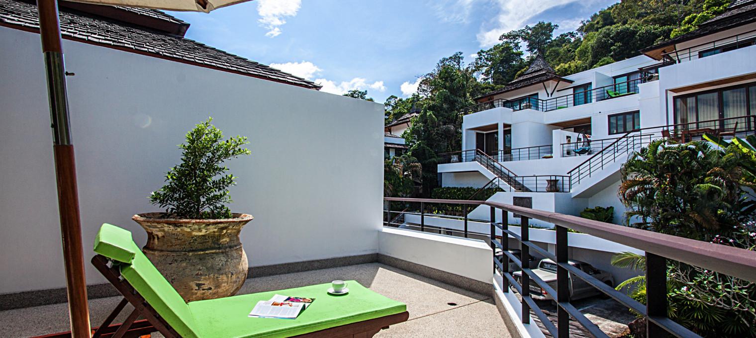 Современная лакшери-студия с 2-мя общими бассейнами в закрытом посёлке в Кату KTH0005