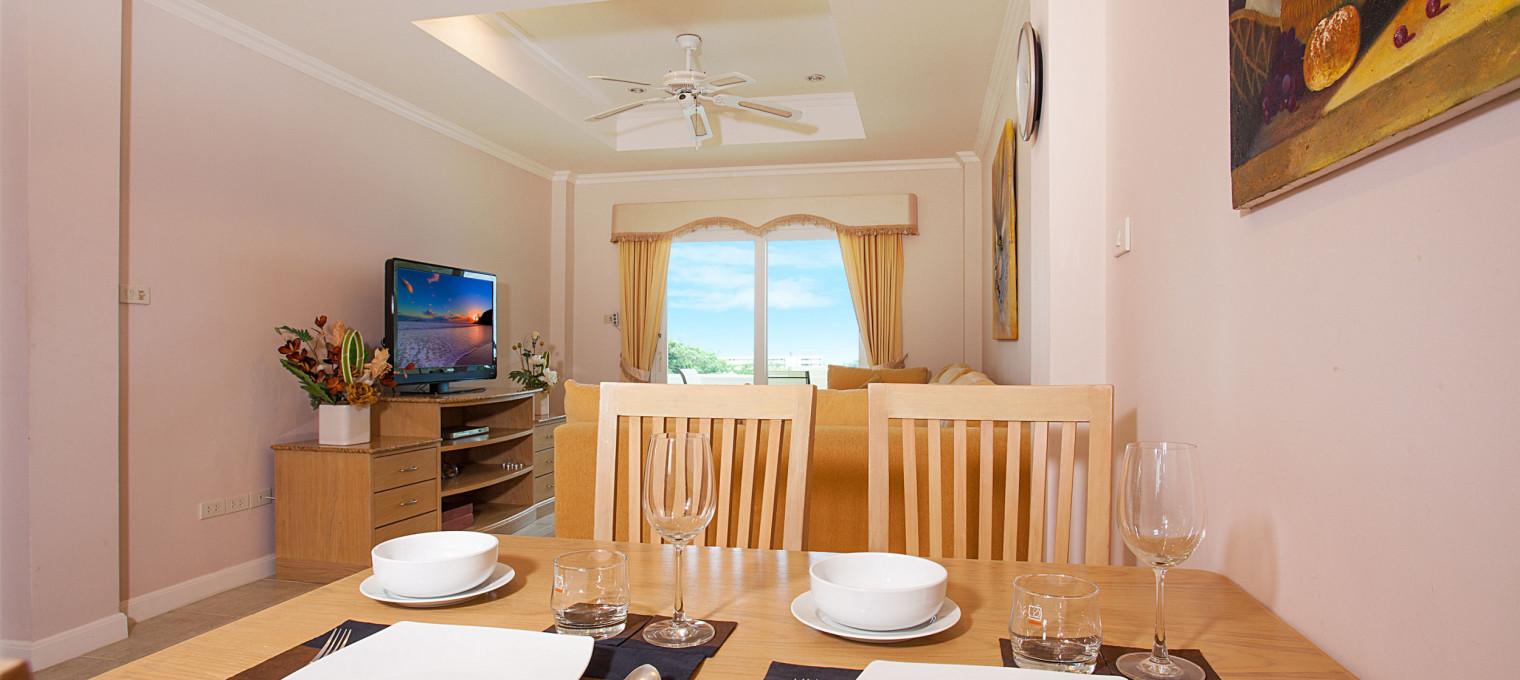 Превосходное 1-спальное кондо с удобствами резорта над пляжем Karon KR0003